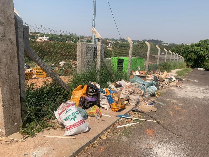 Sinomar Calmona - Comunidade tem descartado lixo fora do horário de funcionamento