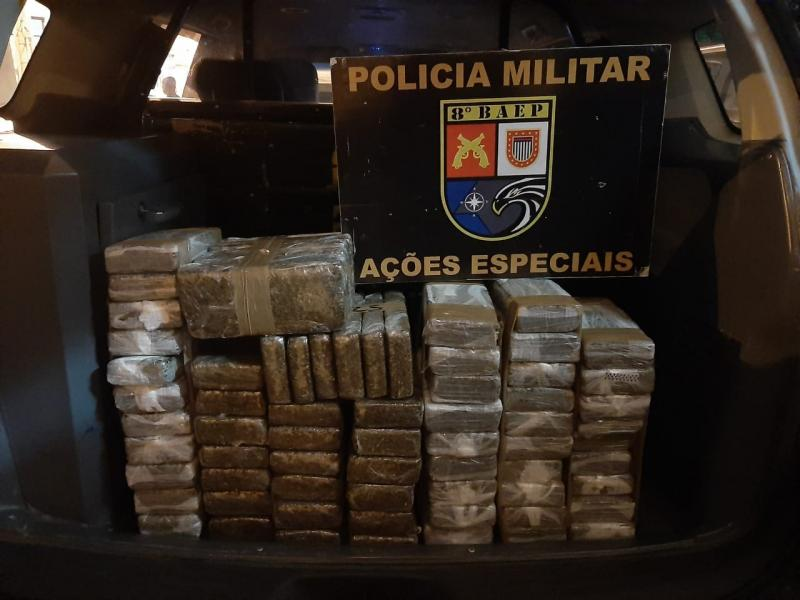 Polícia Militar - Entorpecentes estavam no porta-malas do veículo