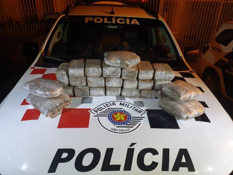 Polícia Militar - Drogas estavam dentro da mala da passageira