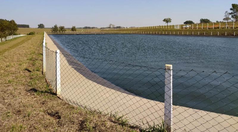Sabesp - Estação de Tratamento de Esgoto é composta por duas lagoas, em que o tratamento ocorre por meio biológico