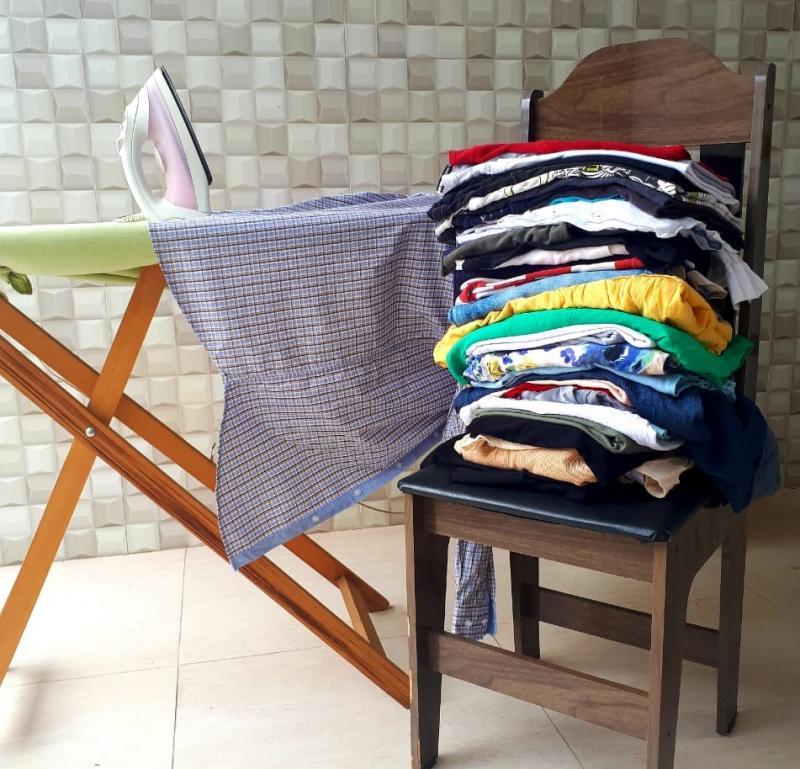 Oslaine Silva - Acumule uma quantidade significativa de roupas para passar