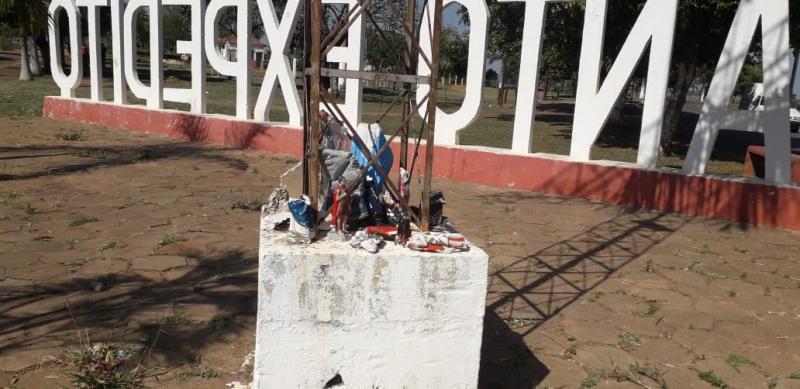 José Costa - Base do cruzeiro, local para colocação de imagens avariadas