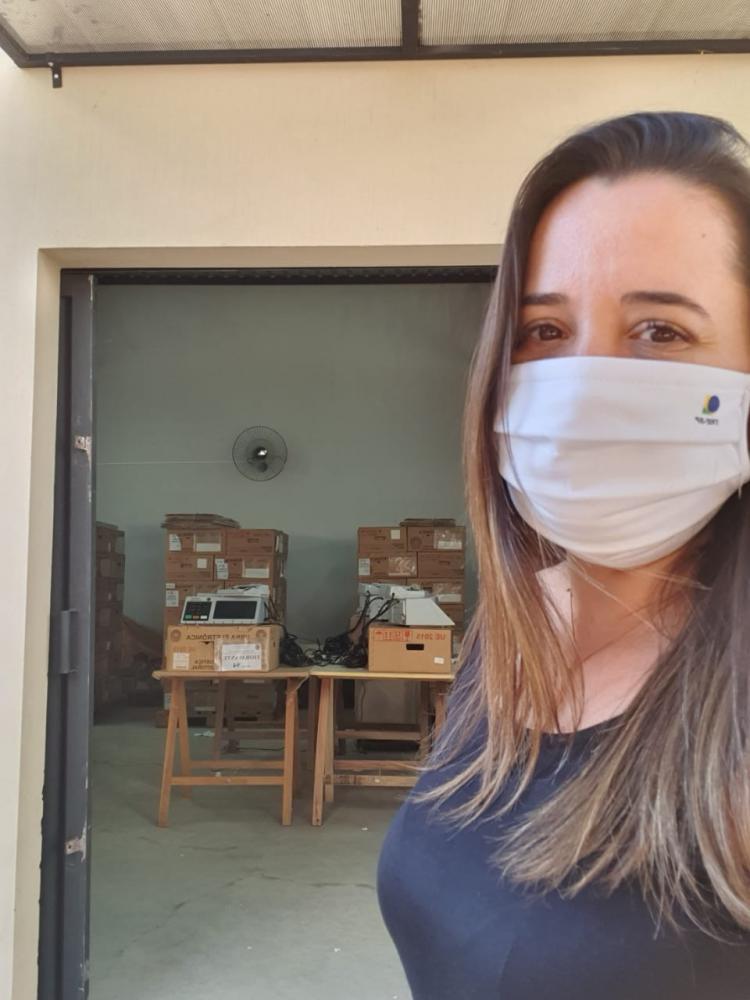 Cedida - Letícia orienta eleitores sobre medidas sanitárias para evitar transmissão do vírus