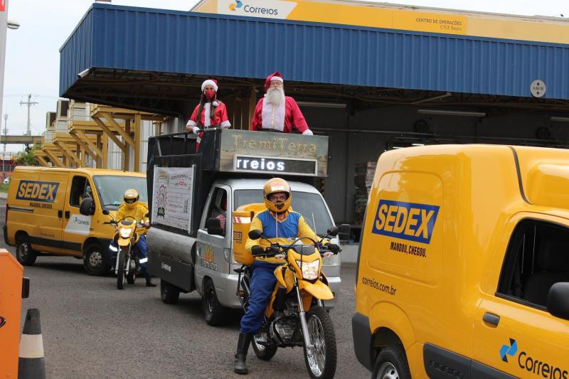 Correios/ Eliane Chela:Papai Noel participou de uma carreata no lançamento da campanha