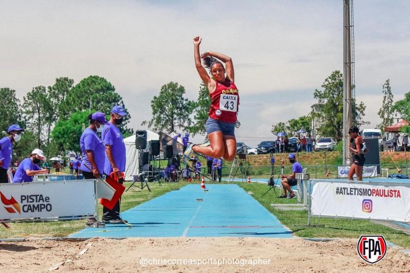 Rayssa Romão: campeã do salto em distância no Sub-23 e no Sub-18 e, coroada a melhor atleta do Sub-18
