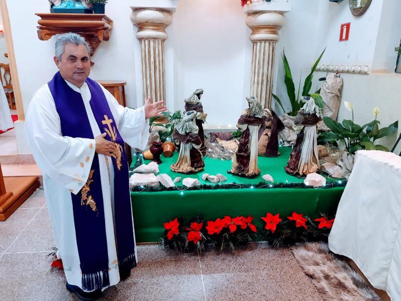 Padre Umberto e o presépio