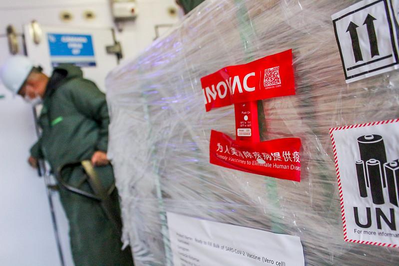 Terceiro lote do imunizante chega a São Paulo durante a manhã