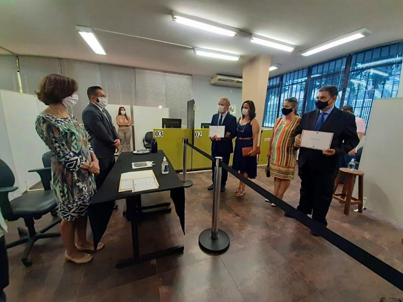 Ed Thomas e Izaque Silva foram os primeiros a receberem o diploma