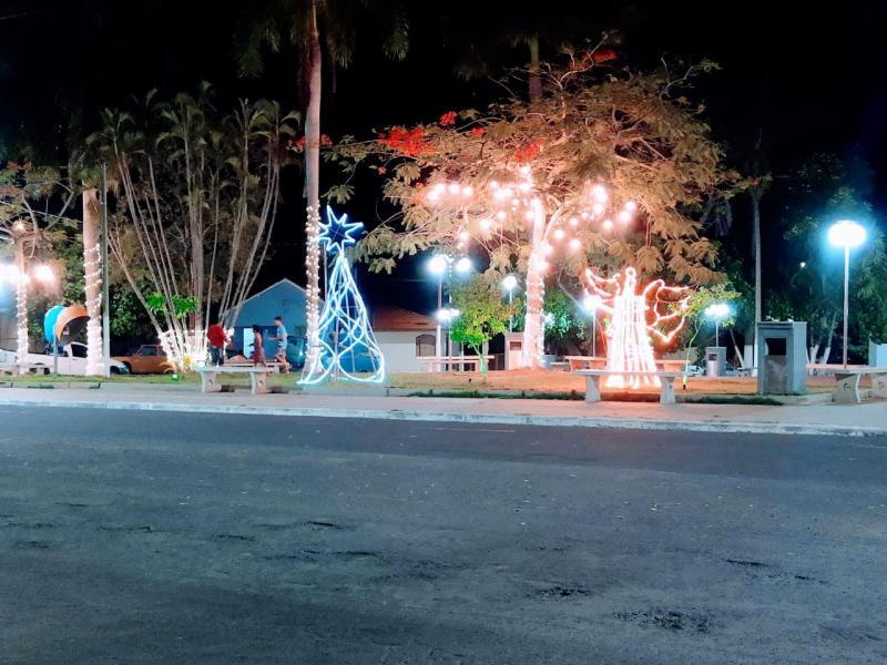 Alguns locais da cidade estão iluminados neste Natal