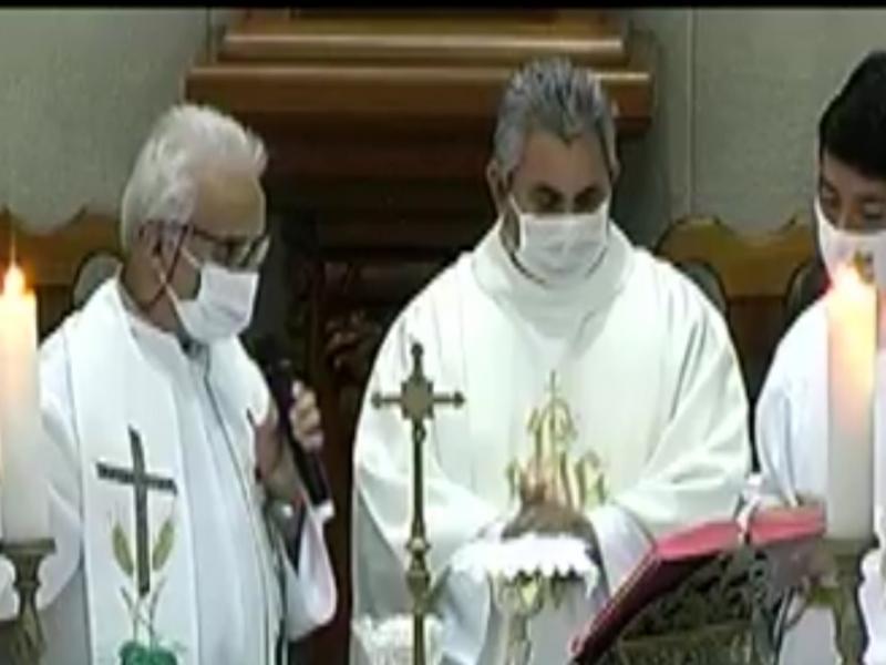 Celebrante e concelebrante da Missa do Galo