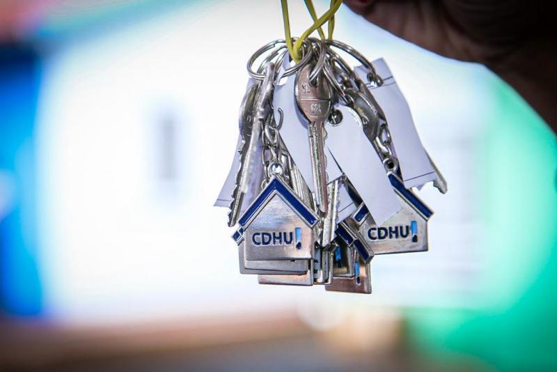 Moradores que receberam chaves foram selecionados por meio de sorteio eletrônico auditado