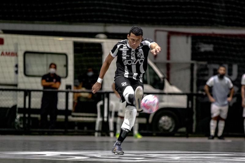Atleta se apresenta ao técnico Flavinho Cavalcante no dia 10 de fevereiro