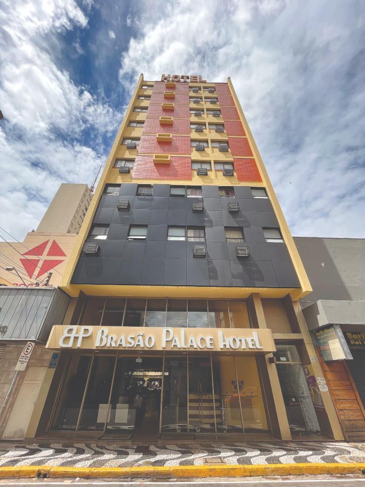 O Brasa Palace Hotel é uma referência da rua Barão do Rio Branco, no centro de Presidente Prudente