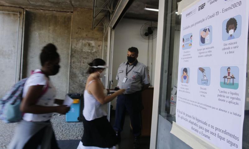 É recomendado que os participantes levem máscaras extras para trocar durante a prova