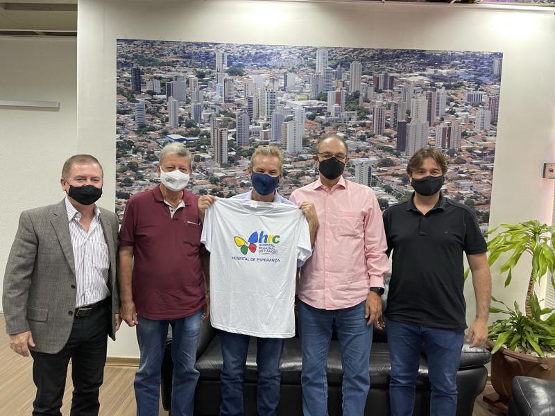 Diretores do Hospital do Câncer renovam parceria com município