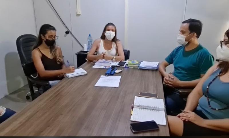 Prefeita informou decisão em vídeo publicado em uma rede social