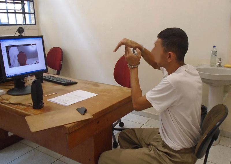 Apesar da suspensão, custodiados recebem atendimento virtual
