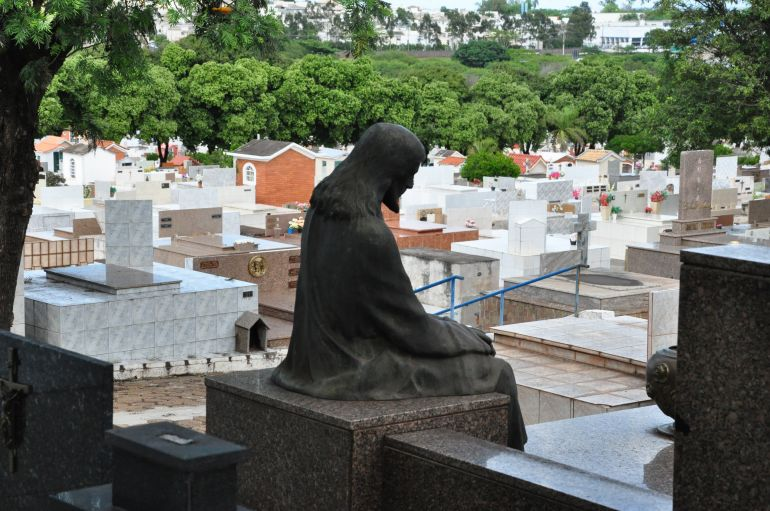 Fase vermelha motivou suspensão das visitações nos cemitérios de Prudente