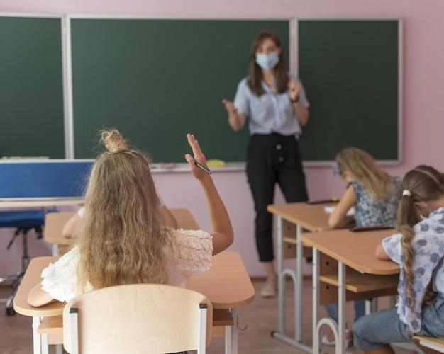Até o momento, são confirmadas 21 mortes pela doença, sendo duas de estudantes e as demais de professores e funcionários