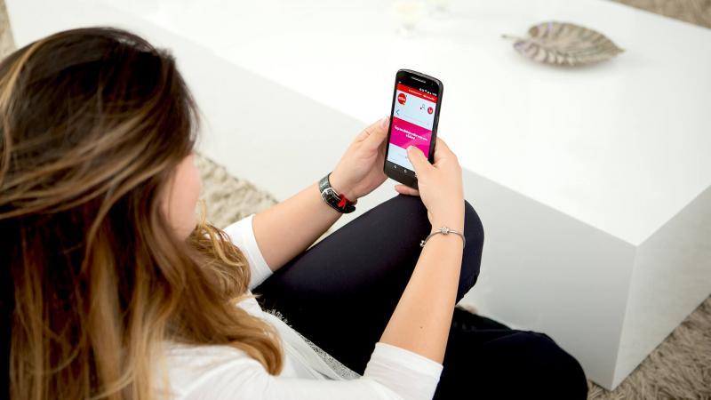 Instituições financeiras têm recomendado atividades via aplicativo de celular e internet