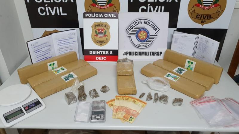 Além da droga na genitália do acusado, policiais encontraram mais maconha dentro do carro