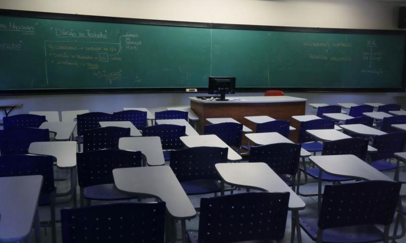 Alunos incluídos em grupos de risco poderão solicitar a permanência no ensino não presencial