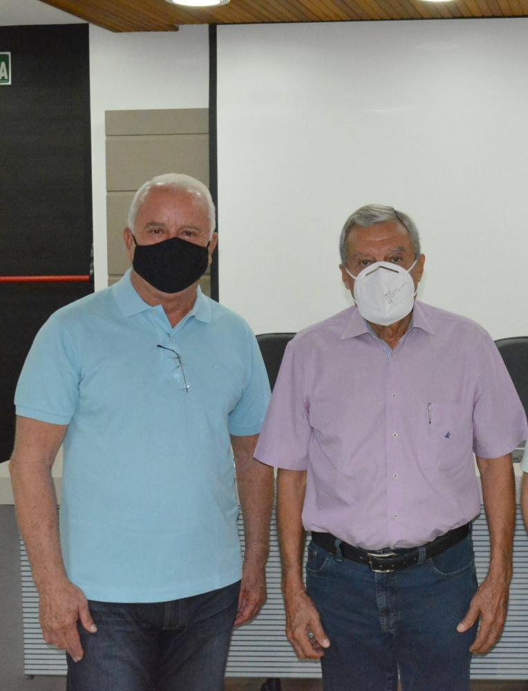 Doação foi intermediada pelo presidente da Acipp, Ricardo Anderson Ribeiro, na foto com Itamar, da Santa Casa