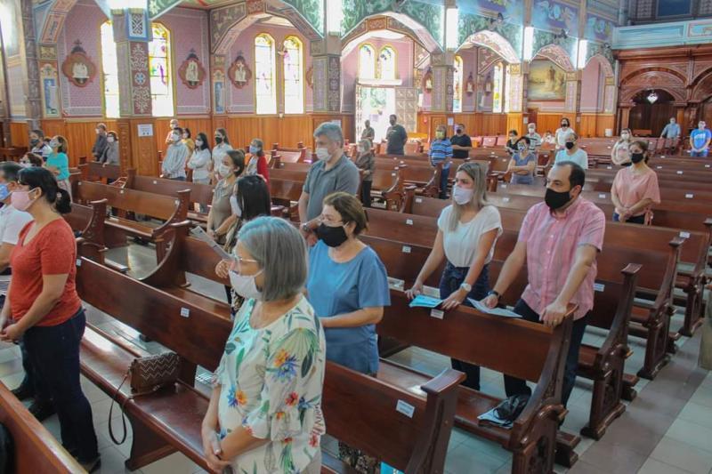 Igrejas estão autorizadas a receber fiéis