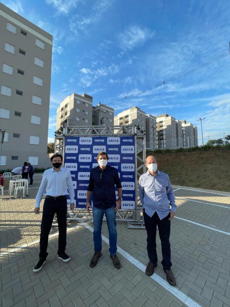Entrega do empreendimento, conjunto de prédios com 168 apartamentos, foi realizada ontem