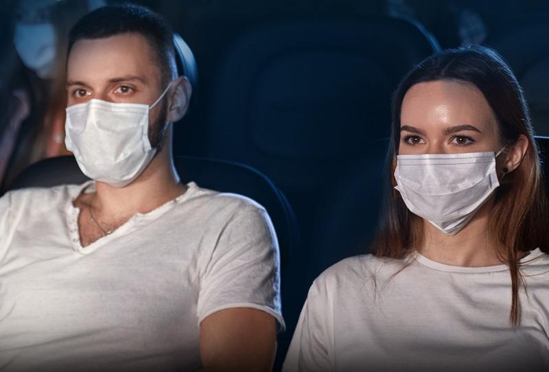 Para entrar nas salas, é necessário estar com máscara de proteção facial
