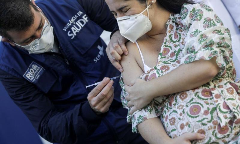 Agora, só podem ser aplicadas nas grávidas a CoronaVac e a vacina da Pfizer