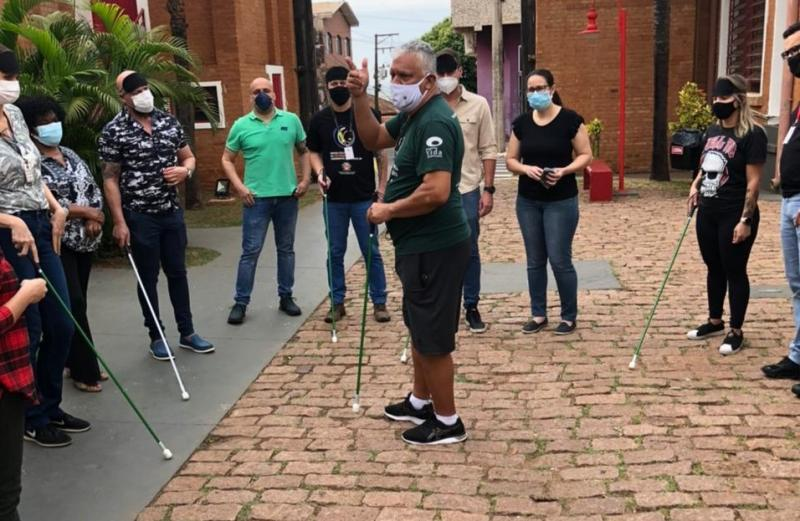 Equipe da Secult realizou dinâmica proposta pela Associação dos Cegos