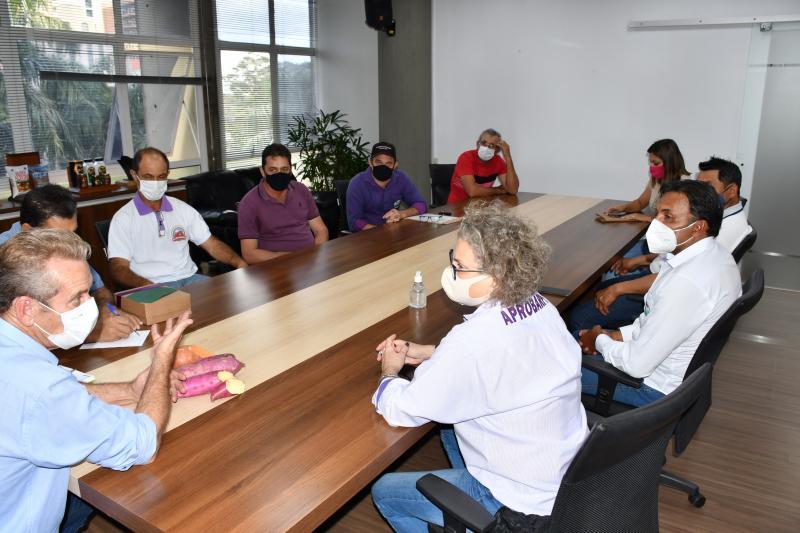 Prefeito e produtores de batata-doce se reuniram ontem para discutir sobre o evento