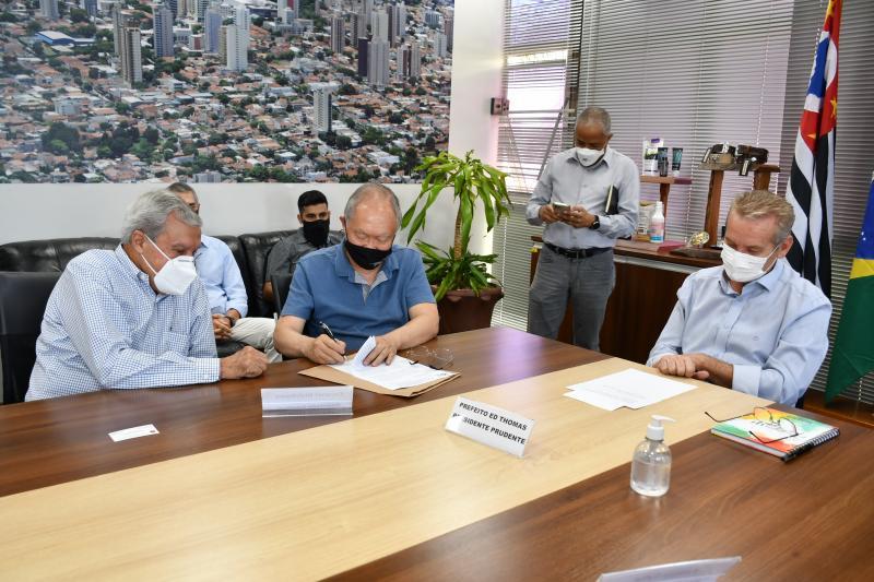Encontro com deputado ocorreu nesta sexta-feira, no gabinete da Prefeitura