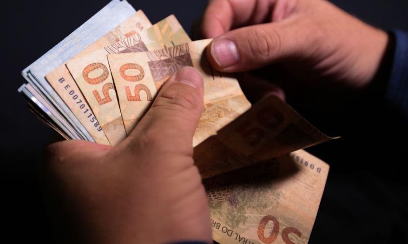 Antecipação do 13º salário favorece processo de recuperação econômica