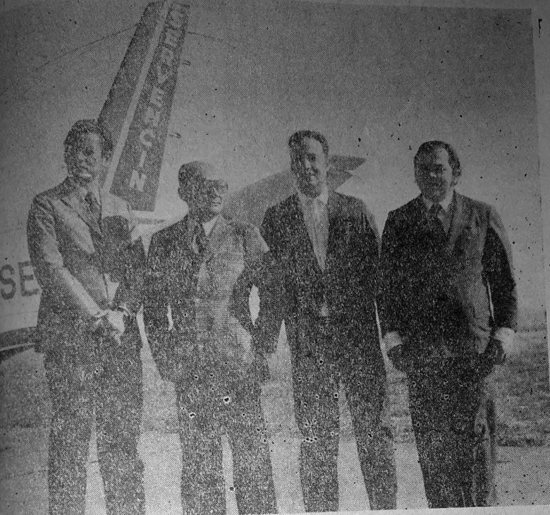 O diretor superintendente da Servencin quando desembarcava no aeroporto prudentino. Da esquerda para a direita: Djaci de Souza, Hilton de Sá, Luiz Carlos de Lacerda e dr. João Calmon