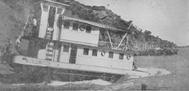 O Empurrador Dom Natel desce as Águas do Rio Paraná