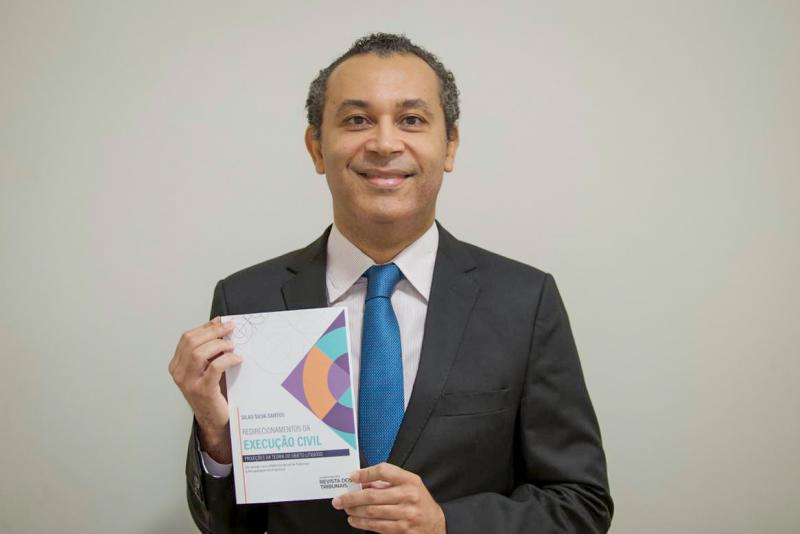 Silas Silva Santos, professor da Unoeste, apresenta seu segundo livro, fruto de sua tese de doutorado