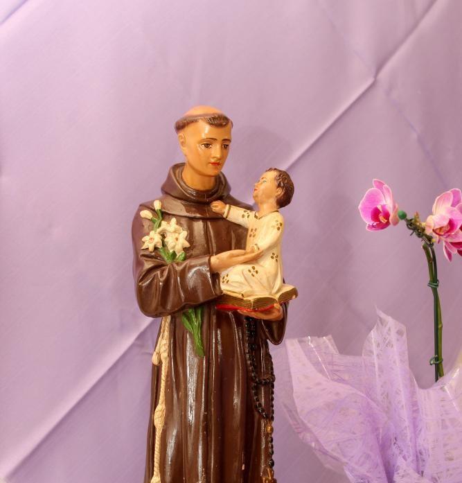 Santo Antônio é para os fiéis o protetor do amor e dos pobres