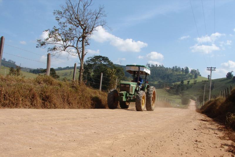 Estradas vicinais são importantes para escoamento da produção agrícola