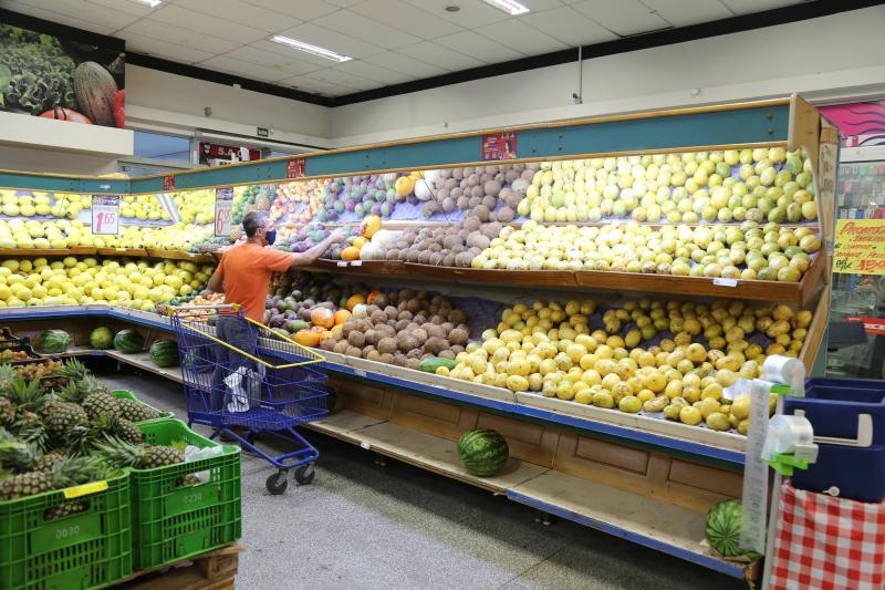 Levantamento de preços nos supermercados revela que cesta básica está mais cara