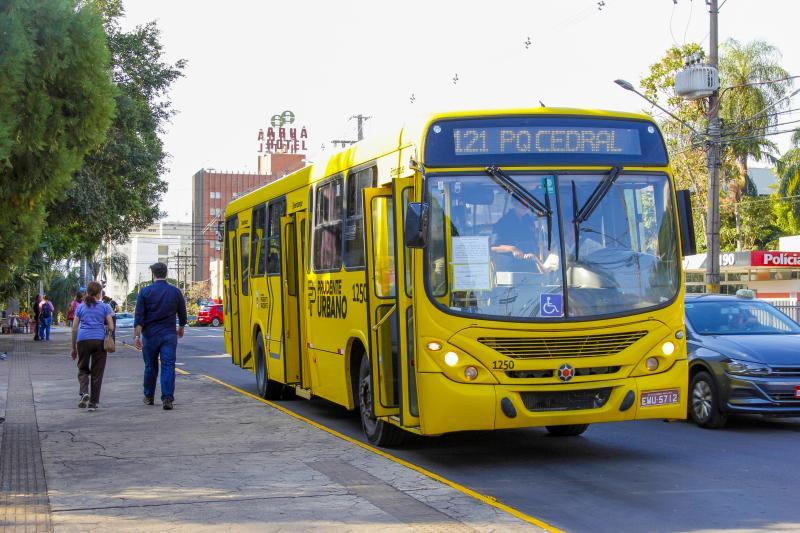 Diferentemente da última greve, que ocorreu no dia 26 de maio, os ônibus circulam de maneira parcial