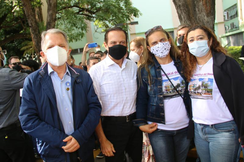 Mauro Bragato, João Doria e as diretoras do Carim, Lenice Ribeiro e Letícia Tsuda