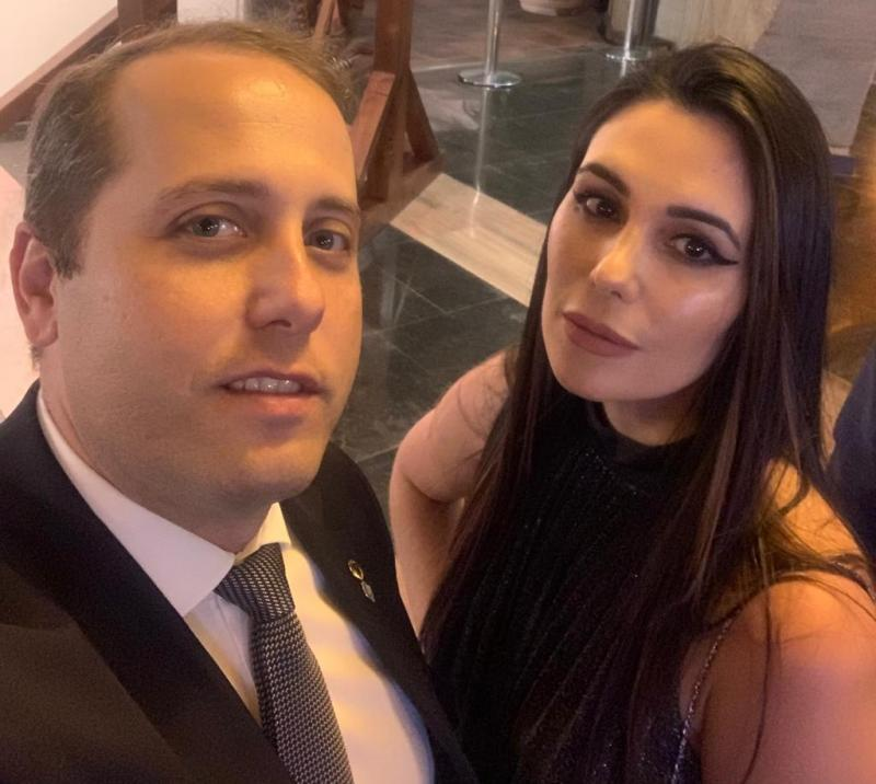O prudentino Rafael Vitali Rodrigues, novo diretor geral da ANTT, e a esposa Sarah Baker Vitali Rodrigues