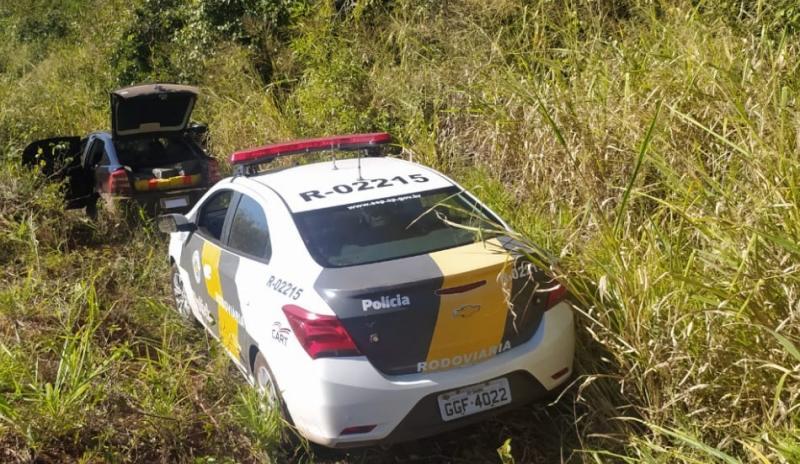 Casal tentou fugir após entrar em uma estrada rural, mas acabou detido em flagrante por tráfico de drogas