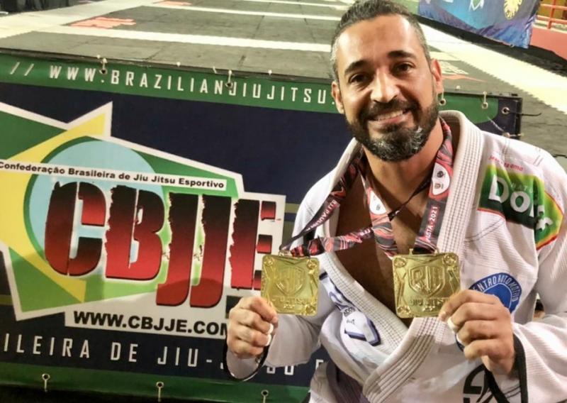 Paulinho, campeão Paulista 2021, faixa roxa, peso médio e absoluto