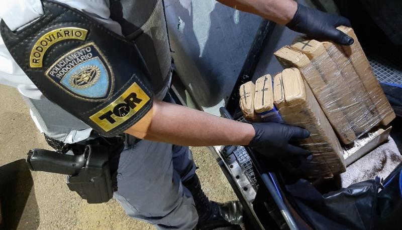 Droga foi encontrada dentro da mala da passageira