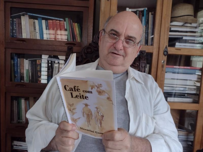 """Vicentini diz que """"Café com Leite"""" é um livro muito tocante, muito mesmo!"""""""