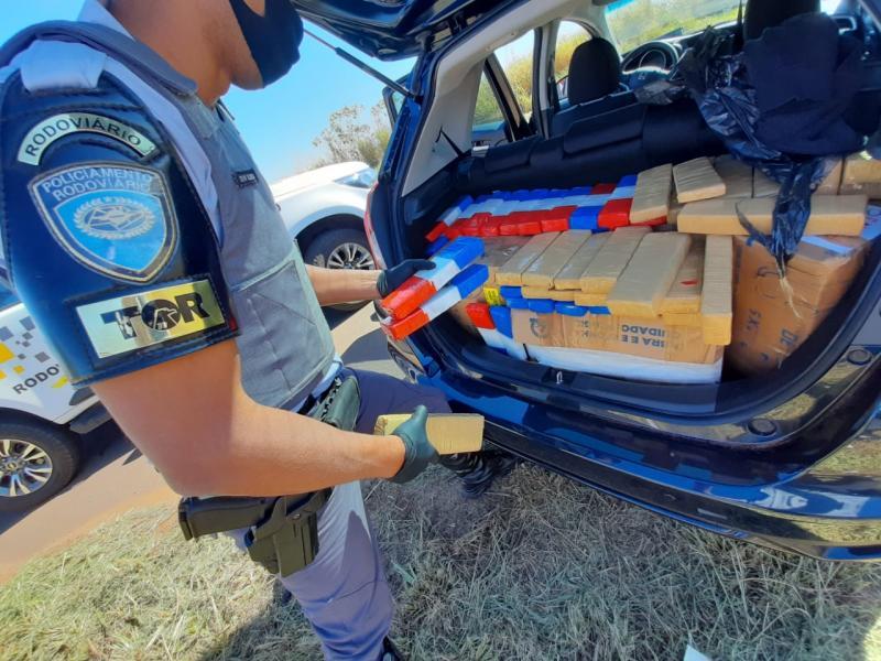 Droga estava no porta-malas do veículo