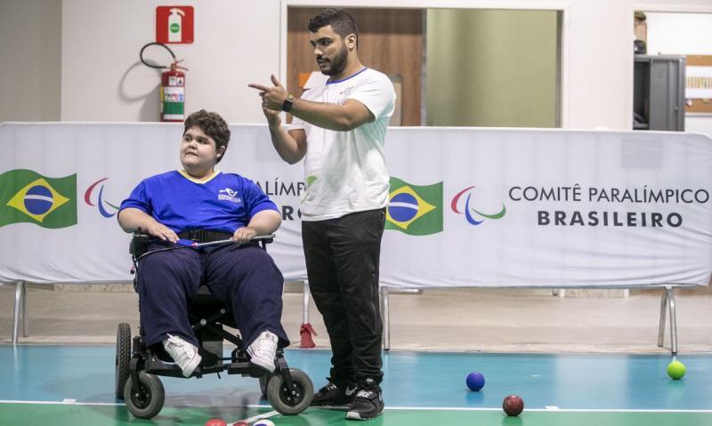 Objetivo é capacitar profissionais e alunos para o incentivo à procura e prática pelo esporte paralímpico